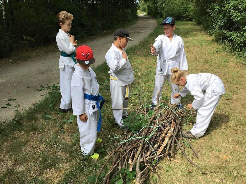 YOUNG-UNG Taekwondo Kampfsport Natur Camp