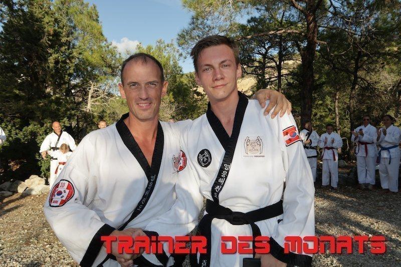 Portrait Foto Dr. Andreas Held mit Meister Lukas im Dobok.