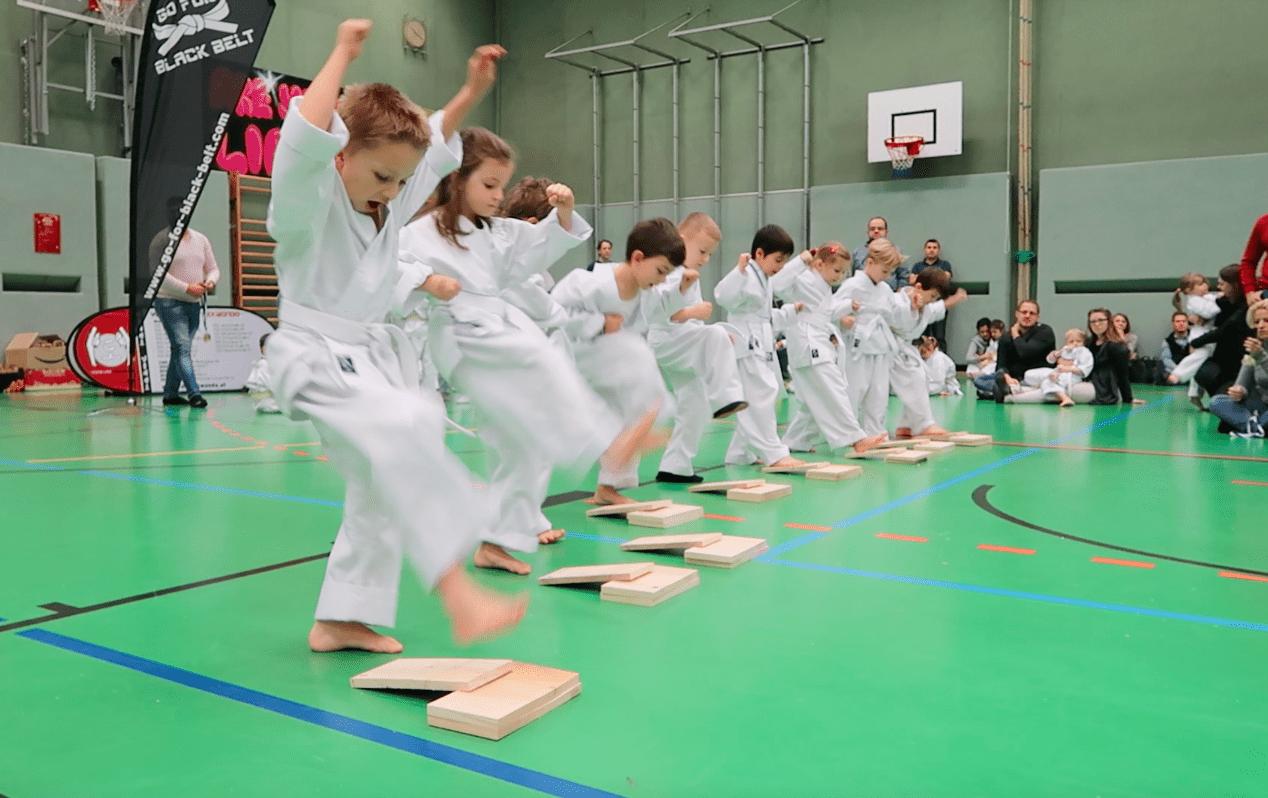 YOUNG-UNG Taekwondo Winterturnier Bruchtest