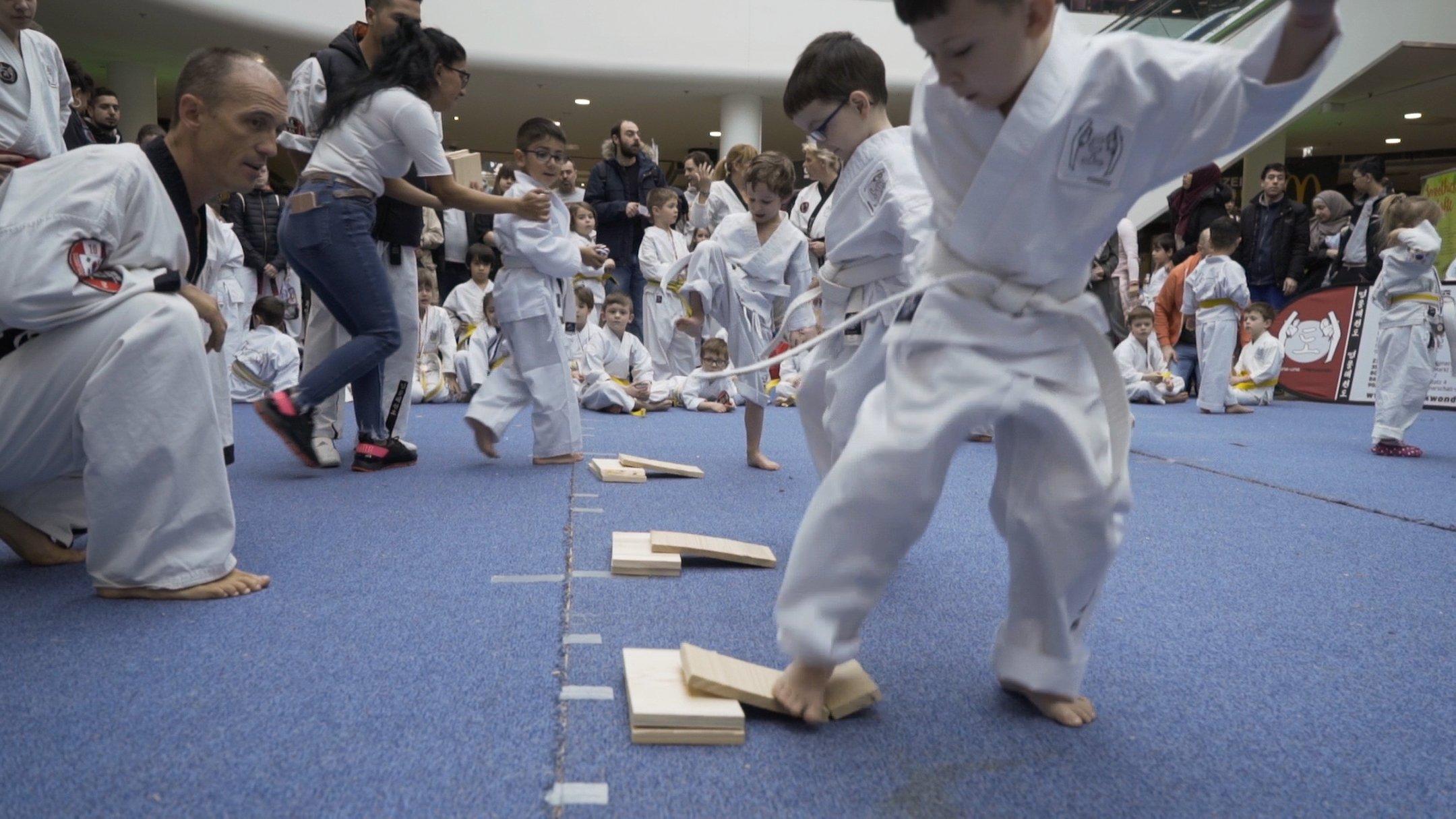 YOUNG-UNG Taekwondo Kampfsport Turnier