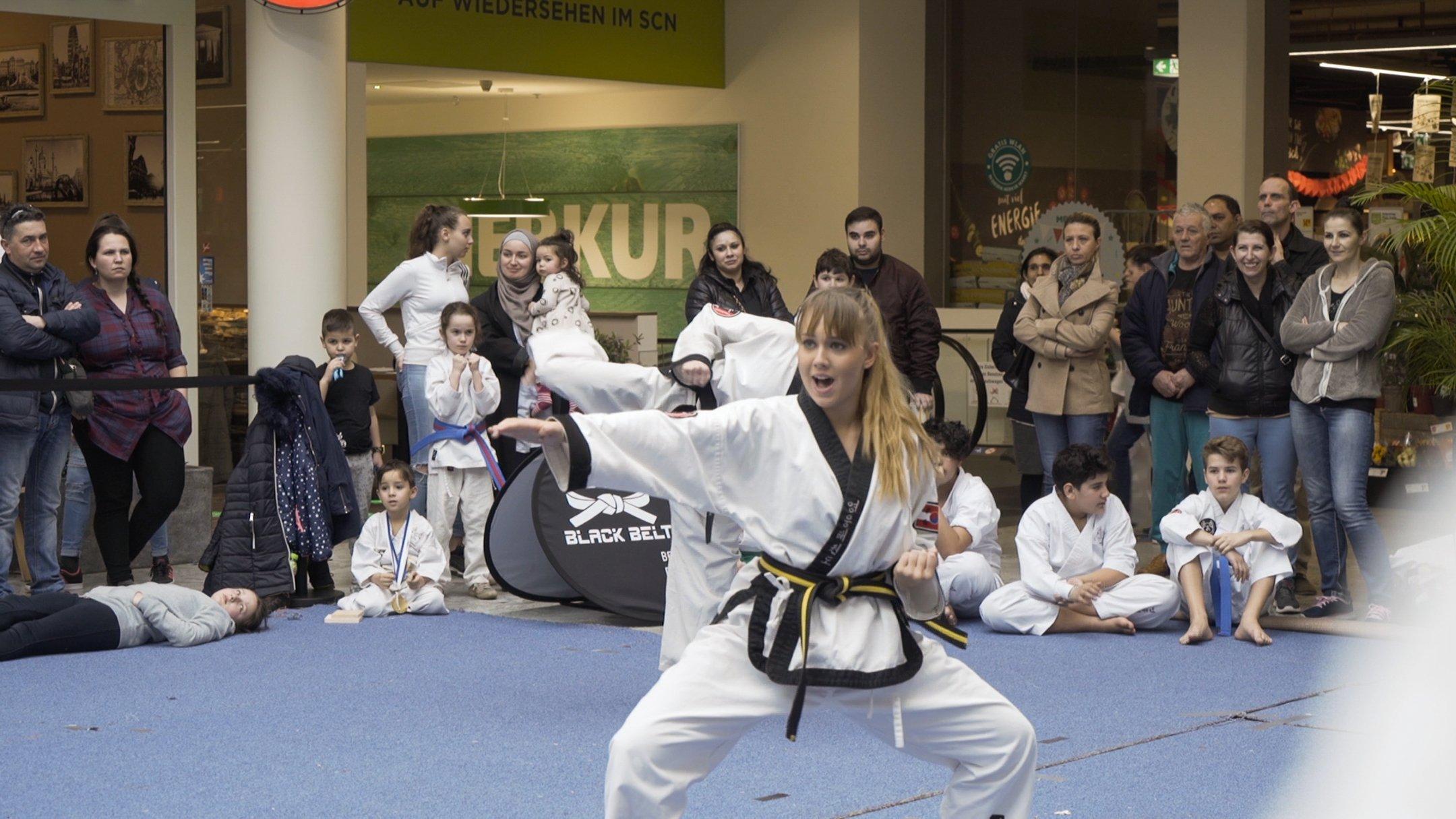 YOUNG-UNG Taekwondo Turnier Kampfsport SCN