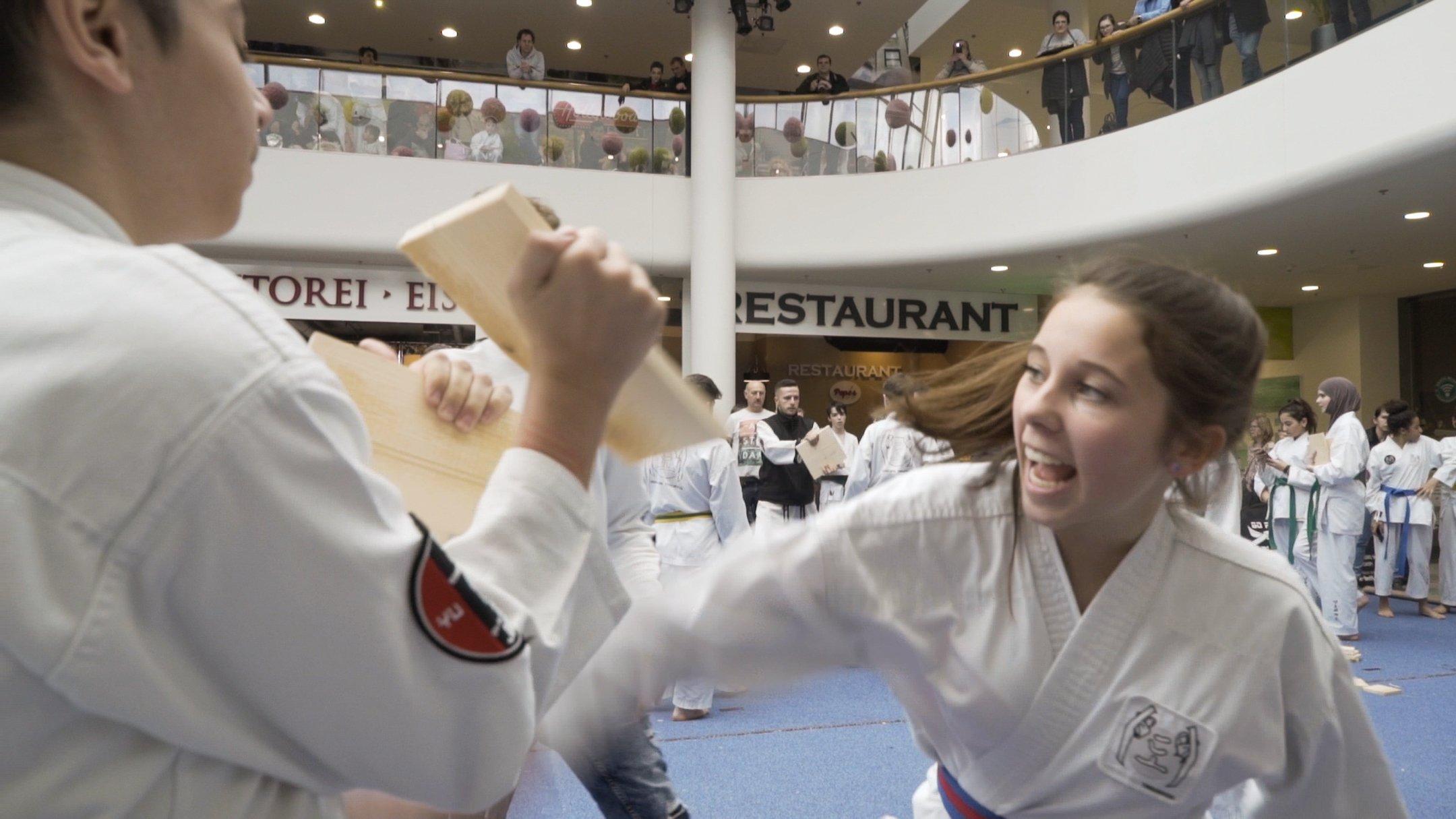 YOUNG-UNG Taekwondo Kampfsport Turnier SCN