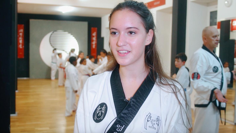 YOUNG-UNG Taekwondo Kampfsport Trainer Job