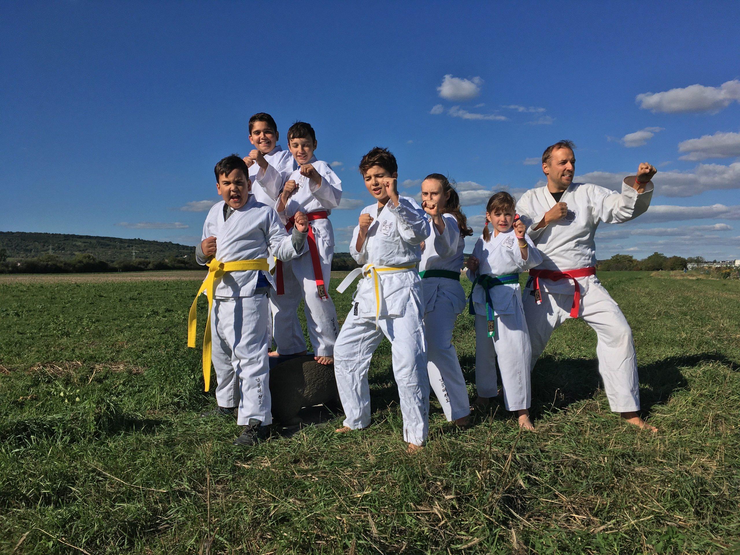 YOUNG-UNG Taekwondo Kampfsport Camp Natur Kids Training Kampfsport