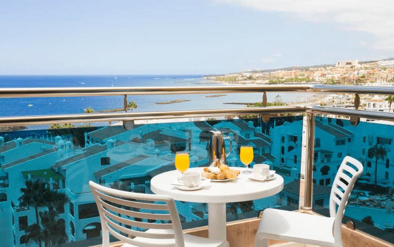 Blick vom Balkon aufs Meer von Teneriffa