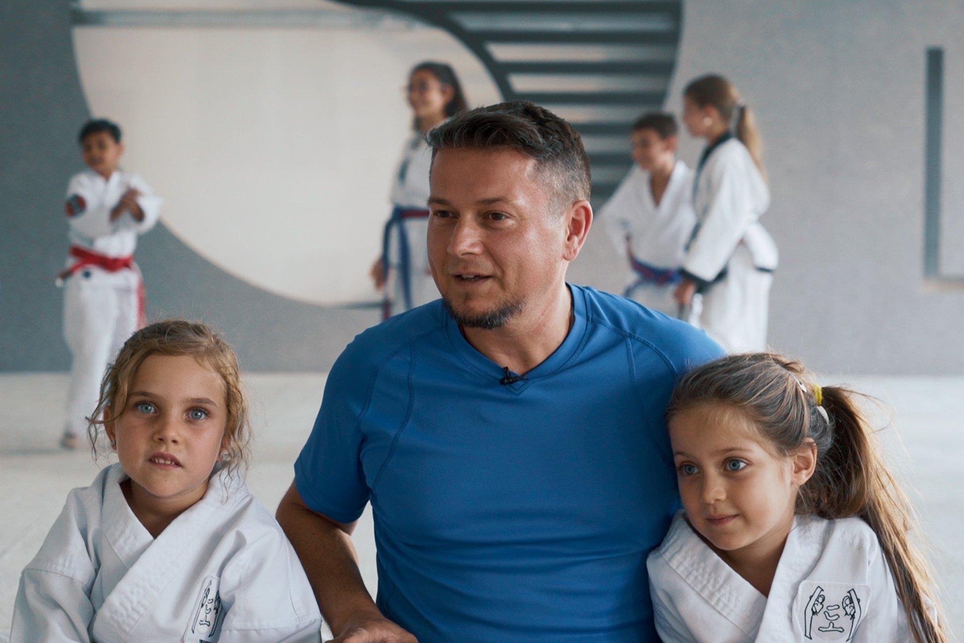 Papa mit seinen zwei Töchtern