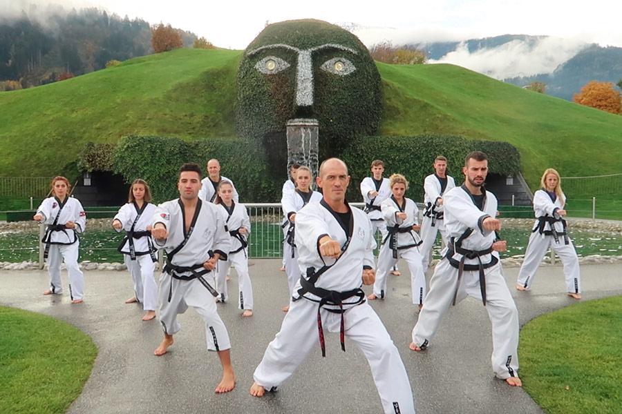 Taekwondo Gruppe bei en Swarovski Kristallwelten