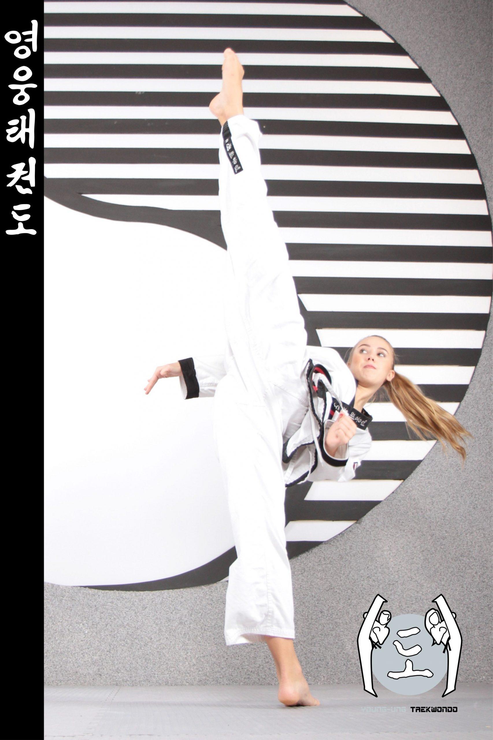 Taekwondo-Trainerin in Taekwondo Kick Pose aus Zweigstelle 3400 Klosterneuburg