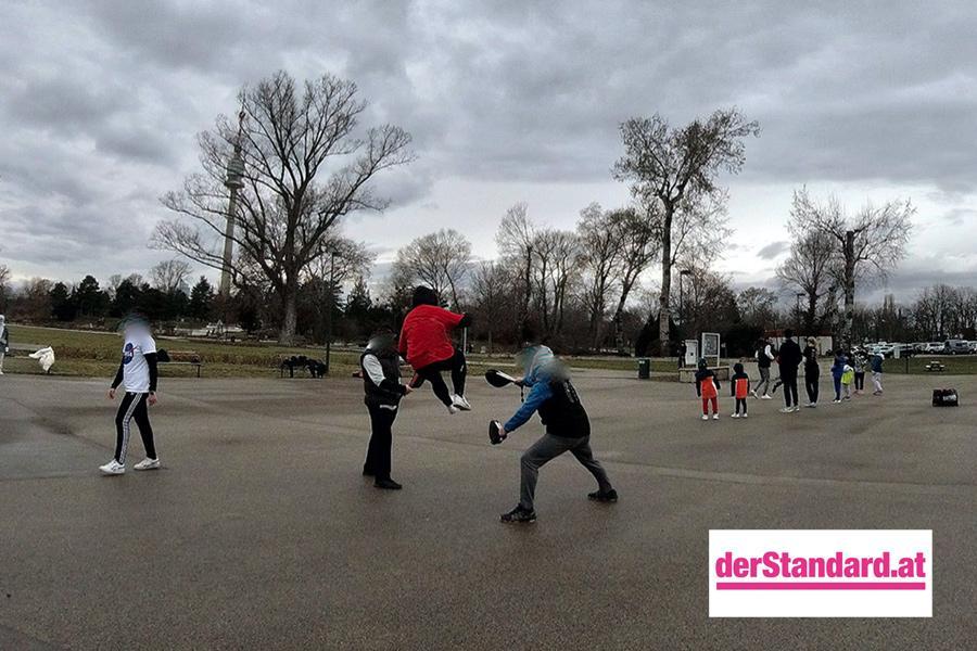 Trainierende Personen im Donaupark