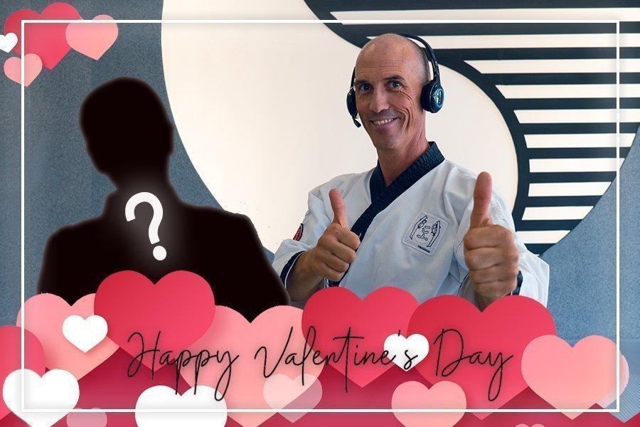 Sujet Bild Valentinstag Gewinnspiel: zu sehen Dr. Andreas Held mit Daumen hoch, neben ihm ein Umriss einer Person.