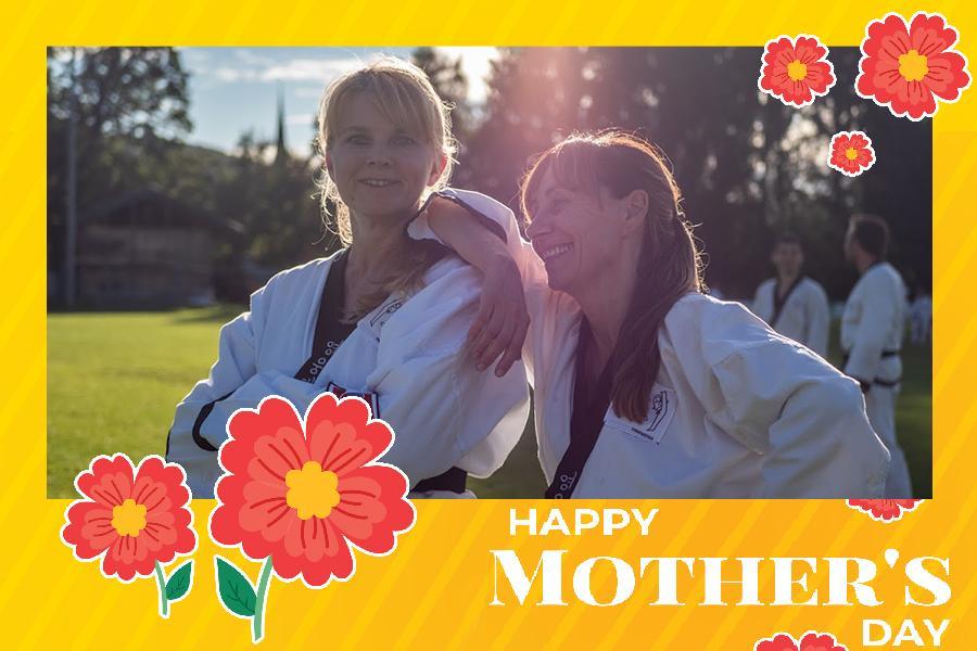 2 glückliche Frauen im Taekwondo